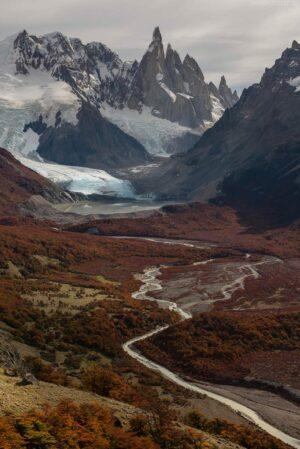 Patagonien: Los Glaciares Nationalpark, Blick auf Cerro Torre und Gletschersee, Argentinien