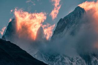 Patagonien: Schattenwurf des Fitz Roy bei Sonnenuntergang, Los Glaciares, Argentinien