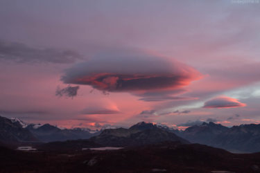 Patagonien: UFO Wolken (Lenticular Wolken) über Laguna Capri, Los Glaciares, Argentinien