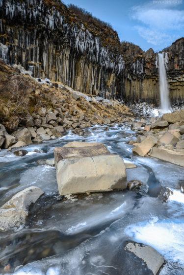 Island - Wasserfall Svartifoss und Basaltsäulen