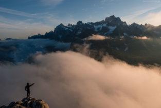 Grönland Landschaft: Bergsteiger über Fjord, Südgrönland, Gebiet um Nanortalik und Tasermiut Fjord