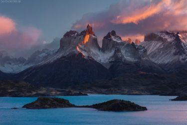 Patagonien: Lago Pehoe Inseln vor mit Paine Massiv, Torres del Paine, Chile