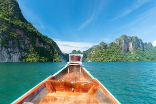 Longtail Boot auf Cheow Larn See, Khao Sok, Thailand