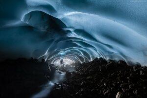 Kamtschatka Landschaft | Eishöhle unter dem Gletscher des Vulkans Mutnowski, Sibirien, Russland