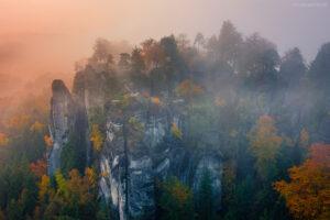 Deutschland - Bastei im Nebel, Elbsandsteingebirge