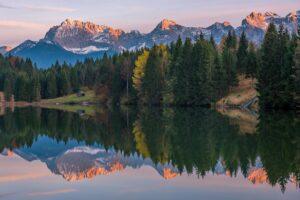 Deutschland - Spiegelung im Geroldsee