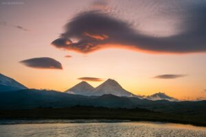 Kamtschatka #15 - UFO Wolken über Vulkanen