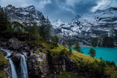 Schweiz - Oeschinensee mit Wasserfall