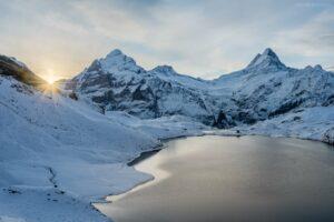 Schweiz - Winterlicher Bachalpsee mit Finsteraarhorn, Schreckhorn und Wetterhorn
