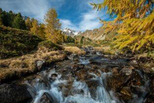 Schweiz - Wasserfall und Herbst im Val di Campo