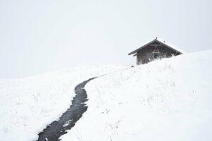 Schweiz - Verschneite Hütte oberhalb von Grindelwald