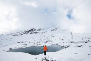 Schweiz - Wanderer am Bachalpsee, Grindelwald