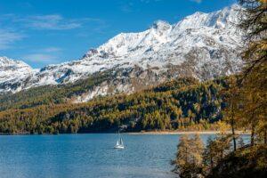 Schweiz - Segelboot auf dem Silser See, Engadin