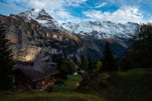 Schweiz - Almdorf Mürren mit Jungfrau und Mönch