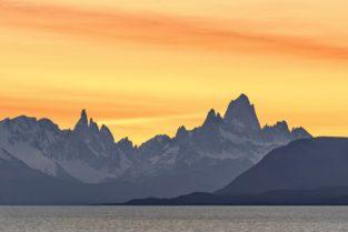 Patagonien: Lago Viedma mit Cerro Torre und Fitz Roy bei Sonnenaufgang, Argentinien