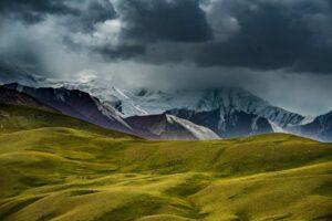 Taschikistan: Unwetter über Bergen im Pamirgebirge, Ak-Bajtal-Pass, Pamir-Highway